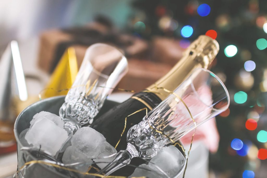 Brilliant Ideas For Small Weddings champagne 7