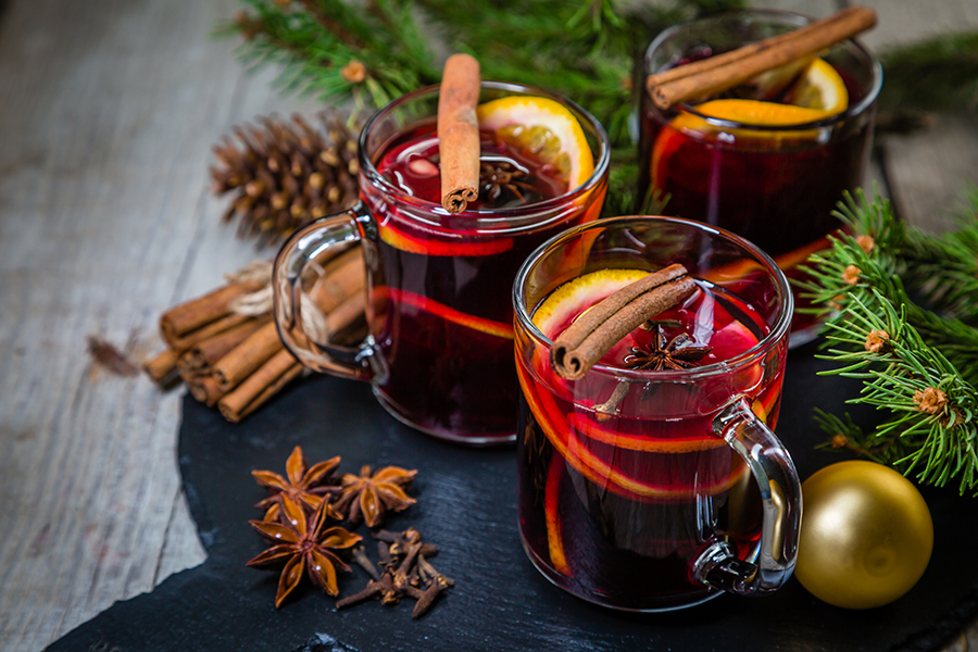 Mulled wine for winter weddings