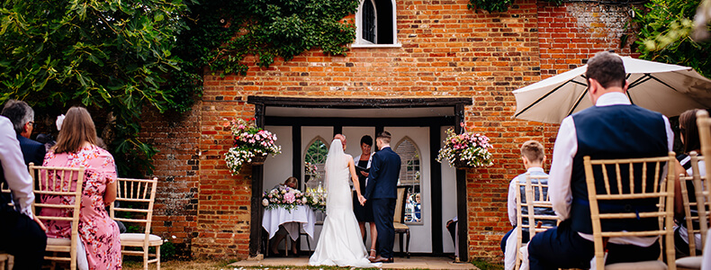 Last-minute civil ceremony held at Woodhall Manor in Suffolk UK