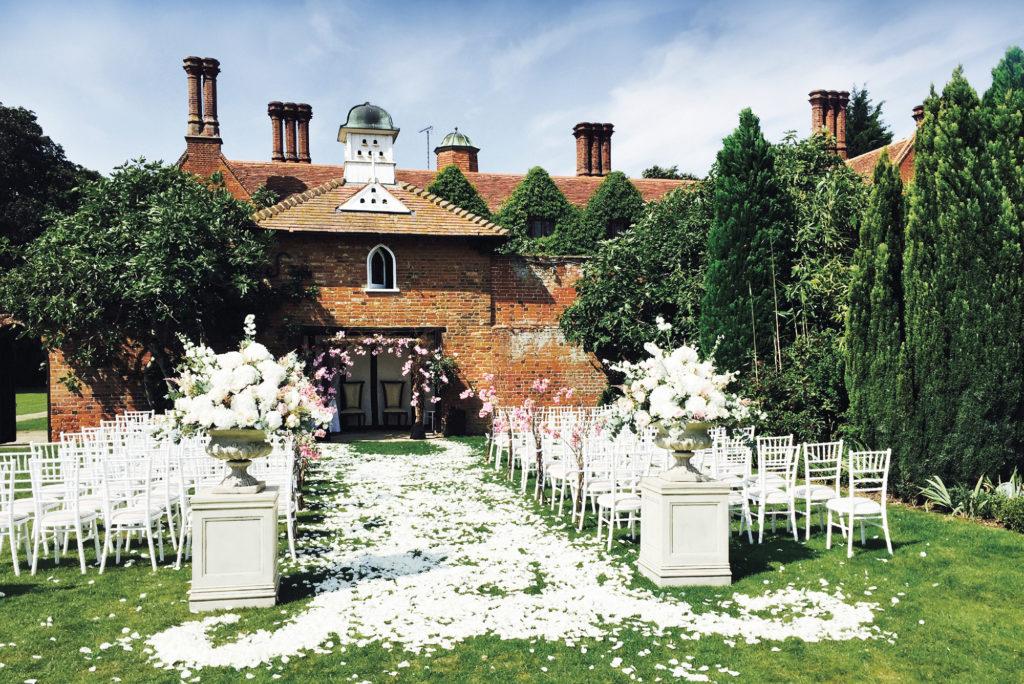 Last minute wedding guide Dovecote ceremony 4